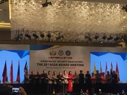 Họa sĩ vẽ tranh cát Nguyễn Tiến tại hội nghị ASEAN
