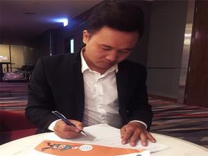 Hoạ sĩ vẽ tranh biểu diễn - Nghệ Sĩ Nguyễn Tiến